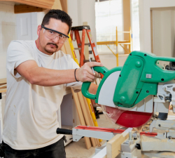 photo-contractor-saw